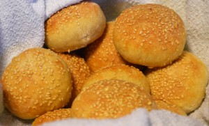 tiny sesame seed buns
