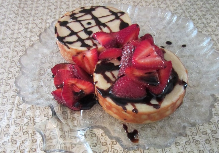 Italian Cheesecake with Balsamic Reduction and Strawberries