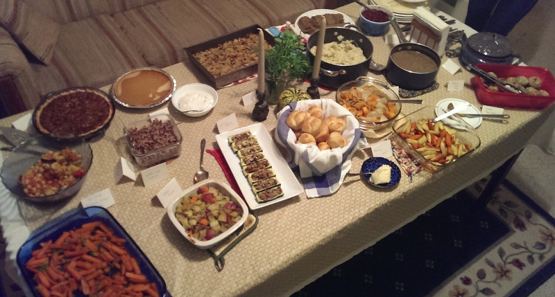 table full of vegan Thanksgiving food