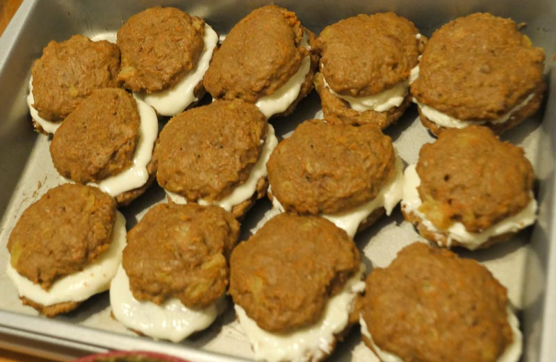 vegan carrot cake cookie sandwiches