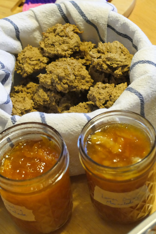 marmalade with oat biscuits