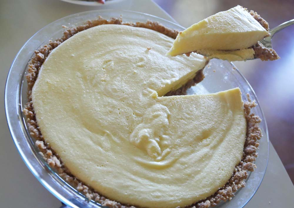 vegan mango custard pie